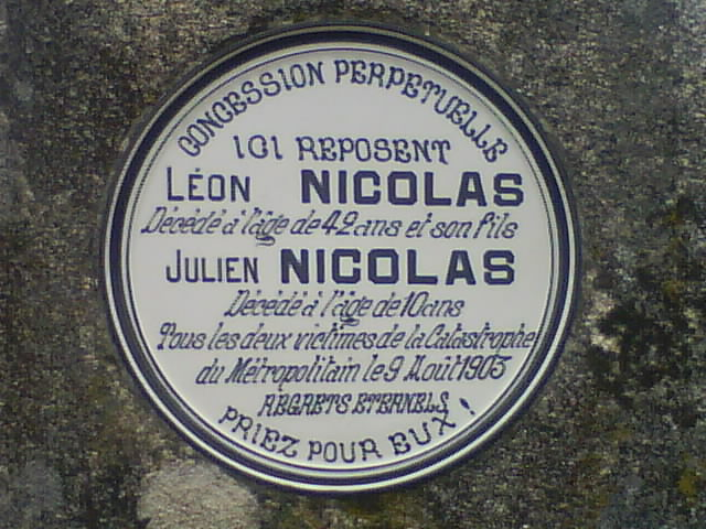 Plaque_tombale_L-25C3-25A9on_et_Julien_Nicolas